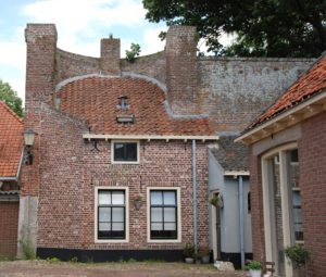 Huis in stadsmuur Elburg. Foto Pixabay
