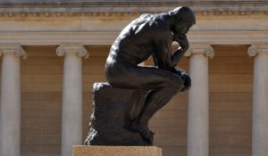 De Denker van Rodin. De echte, in Parijs. Foto Pixabay.